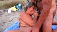 Ретро порно с немецкой телкой, которая практикует фистинг